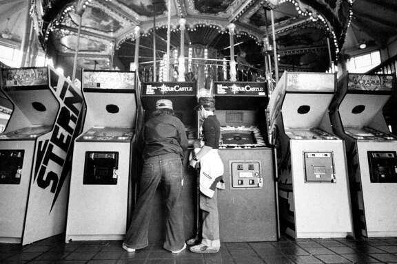 Kids play at the arcade at Pier 39 on Aug. 3, 1982.