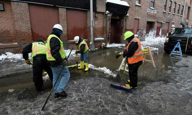 The Albany Water Department works on a water break on Division Street Tuesday morning Feb. 10, 2015 in Albany, N.Y.          (Skip Dickstein/Times Union) Photo: SKIP DICKSTEIN