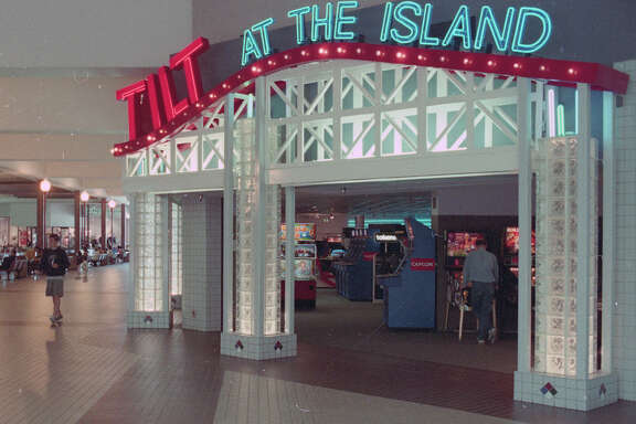 July 23, 1994: Tilt at the Island, an arcade at Fashion Island mall in Foster City.