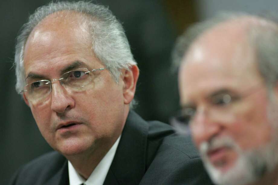 FILE - In this Tuesday, Oct. 27, 2009 file photo, Caracas Mayor Antonio Ledezma, left, attends a meeting in senate chambers, in Brasilia, Brazil. Opposition leaders in Venezuela are reporting that Ledezma was arrested Thursday, Feb. 19, 2015. The arrest could not be immediately confirmed with Venezuela's government. (AP Photo/Eraldo Peres, File) Photo: Eraldo Peres, STR / AP