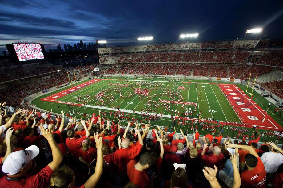 University of Houston fans cheer last fall before the inaugural game at the new TDECU Stadium. Some students and board members suggest Aramark's stadium management deal was improper. Photo: Brett Coomer, Staff / © 2014  Houston Chronicle