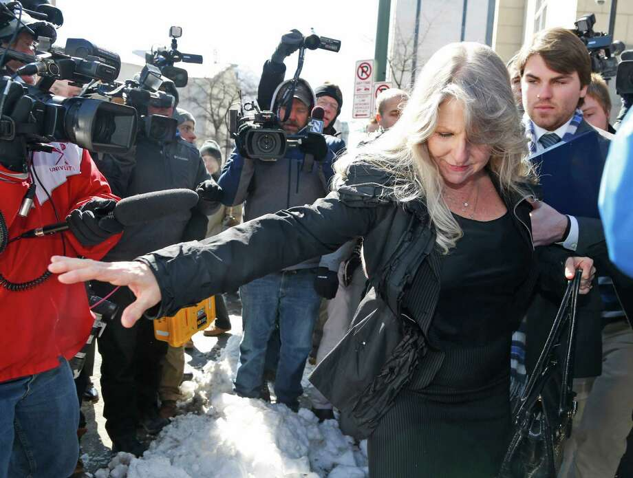 Former first lady Maureen McDonnell navigates over a pile of snow as she leaves federal court. Photo: Steve Helber / Associated Press / AP