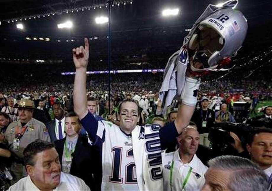 Tom Brady, de los Patriots de Nueva Inglaterra, festeja luego de conquistar el Súper Bowl XLIX frente a los Seahawks de Seattle, el domingo 1 de febrero de 2015 (AP Foto/David J. Phillip) Photo: David J. Phillip, AP / AP
