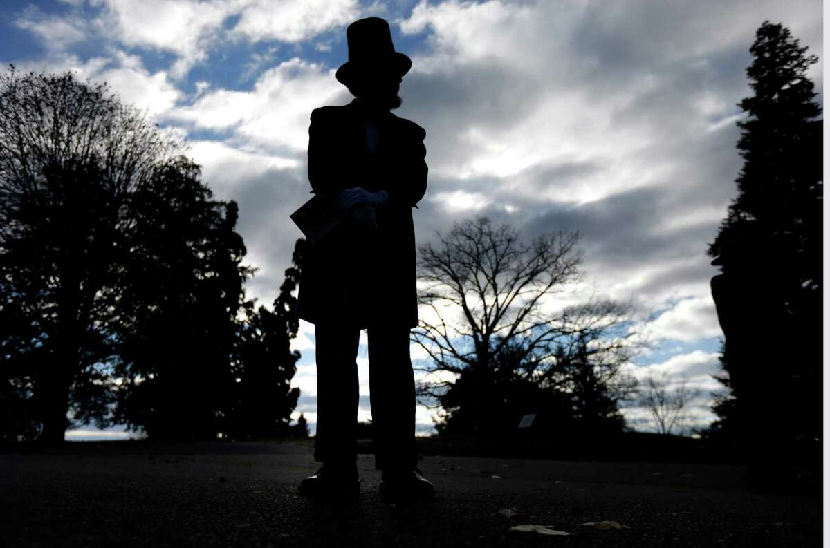 An actor portrays President Abraham Lincoln during a ceremony in Gettysburg, Pa. A reader says Gettysburg provides a more vibrant and educational experience than the Alamo.