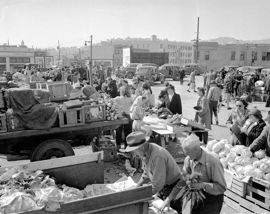 March 18, 1944: A crowd gathers around farmers with trucks full of produce at the San Francisco Farmers' Market at Market and Duboce Avenue.  The market started less than a year earlier in August 1943. Photo: Chronicle File / The Chronicle / ONLINE_YES