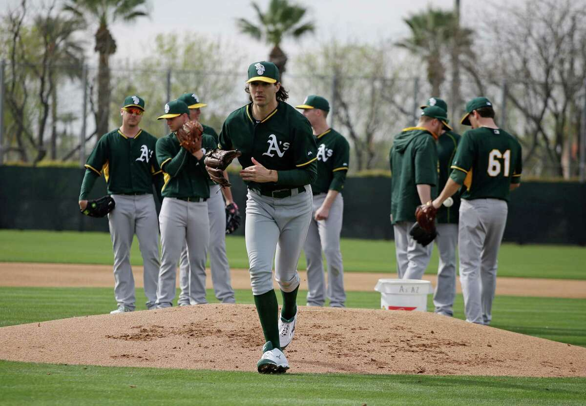 Barry Zito looks like he did in the old days.