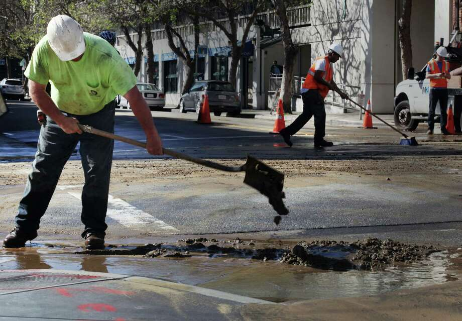Major water main broke on the corner of Grove and Franklin Streets in San Francisco, Calif., Saturday, February 21, 2015. Photo: Sophia Germer / The Chronicle / ONLINE_YES