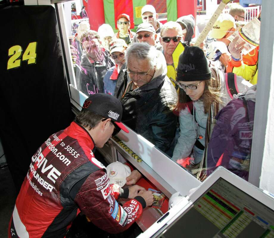 Jeff Gordon, a four-time NASCAR champ, was popular with autograph-seekers prior to his final Daytona 500. Photo: Darryl Graham, FRE / FR46422 AP