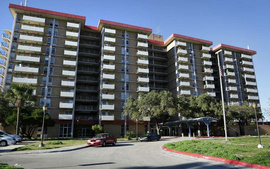 Some San Antonio seniors are living in high rise apartment buildings that don't have sprinkler systems such as Villa Tranchese Apartments at 307 Marshall. Tuesday, Jan. 27, 2015. Photo: Bob Owen / © 2015 San Antonio Express-News