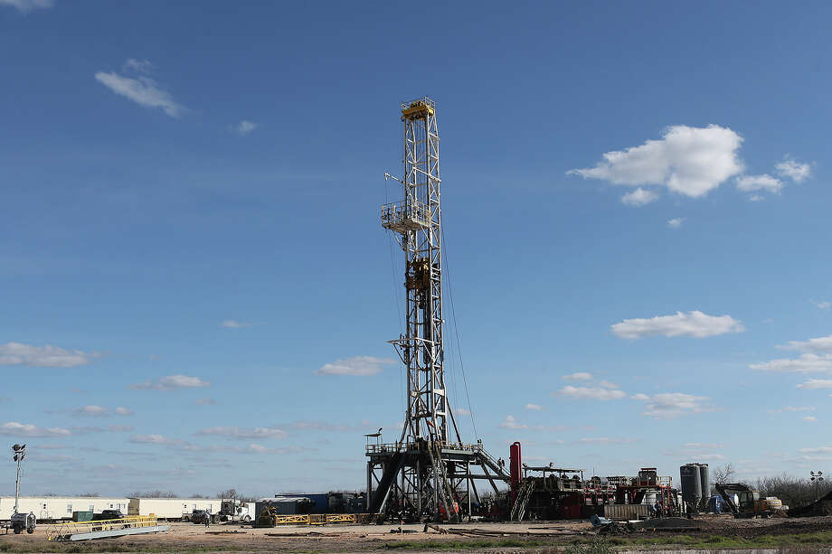 Work continued in mid-February on a drilling rig off Texas 72 east of Tilden. Entities that own mineral rights are seeking production audits. Photo: JERRY LARA, Staff / © 2015 San Antonio Express-News
