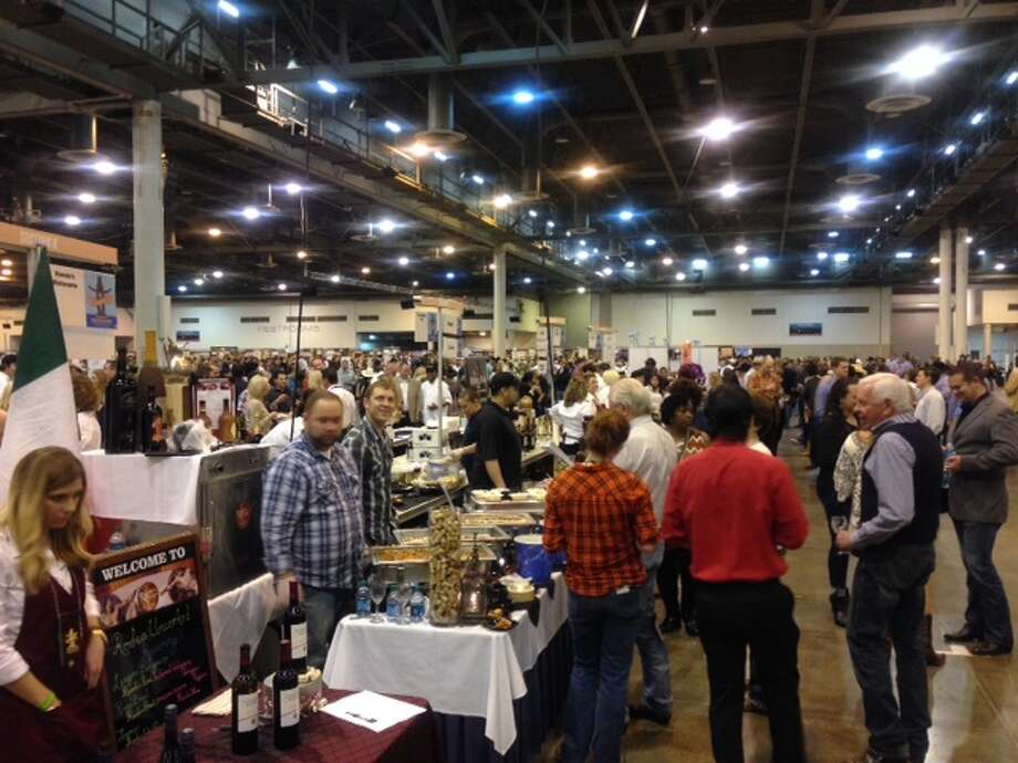 The crowd at Rodeo Uncorked 2015 Roundup and Best Bites Competition. (Photo: Greg Morago)