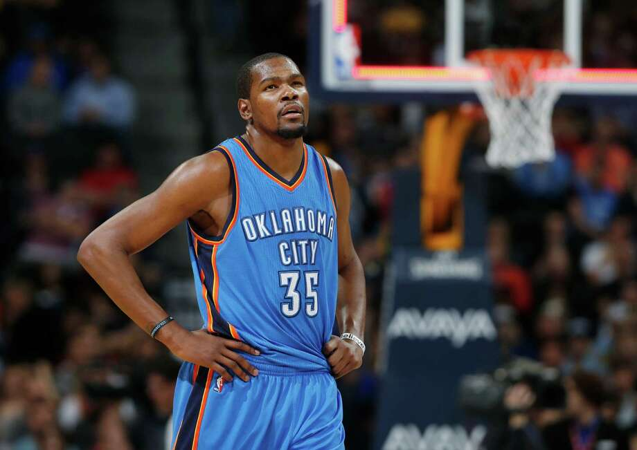 Oklahoma City Thunder forward Kevin Durant checks the scorebaord as he heads to the bench at the end of the third quarter of an NBA basketball game against the Denver Nuggets, Monday, Feb. 9, 2015, in Denver. The Thunder won 124-114. (AP Photo/David Zalubowski) Photo: David Zalubowski, STF / AP