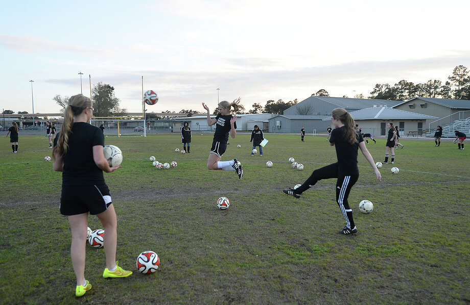 Vidor's varsity girls practice as they continue preparations for the play-off season after school Thursday.  Photo taken Thursday, February 18, 2015 Kim Brent/The Enterprise Photo: Kim Brent / Beaumont Enterprise