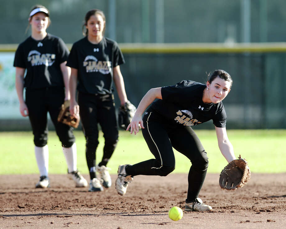 Vidor's Keeli Milligan moves to intercept a ground ball during practice Wednesday afternoon. The Vidor Lady Pirates softball team practiced Wednesday afternoon. Photo taken Wednesday 2/18/15 Jake Daniels/The Enterprise Photo: Jake Daniels / ©2014 The Beaumont Enterprise/Jake Daniels