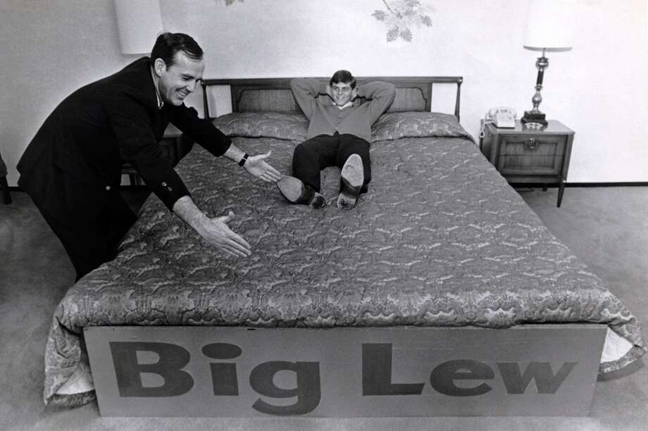01/1968 - University of Houston Cougars' Vern Lewis tries out UCLA Bruins' Lew Alcindor's special bed. Arlie Taylor, Ramada Inn Gulf Freeway manager, shows added two feet in length. UCLA and Lew Alcindor will play the Cougars in the Astrodome on Jan. 20, 1968. Photo: Houston Chronicle
