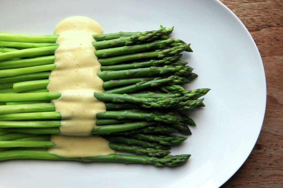 Chilled asparagus with spicy aioli. Photo: Santiago Mejia / The Chronicle / ONLINE_YES