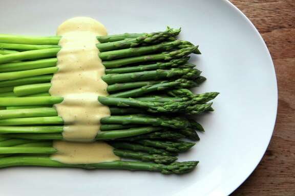 Chilled asparagus with spicy aioli.