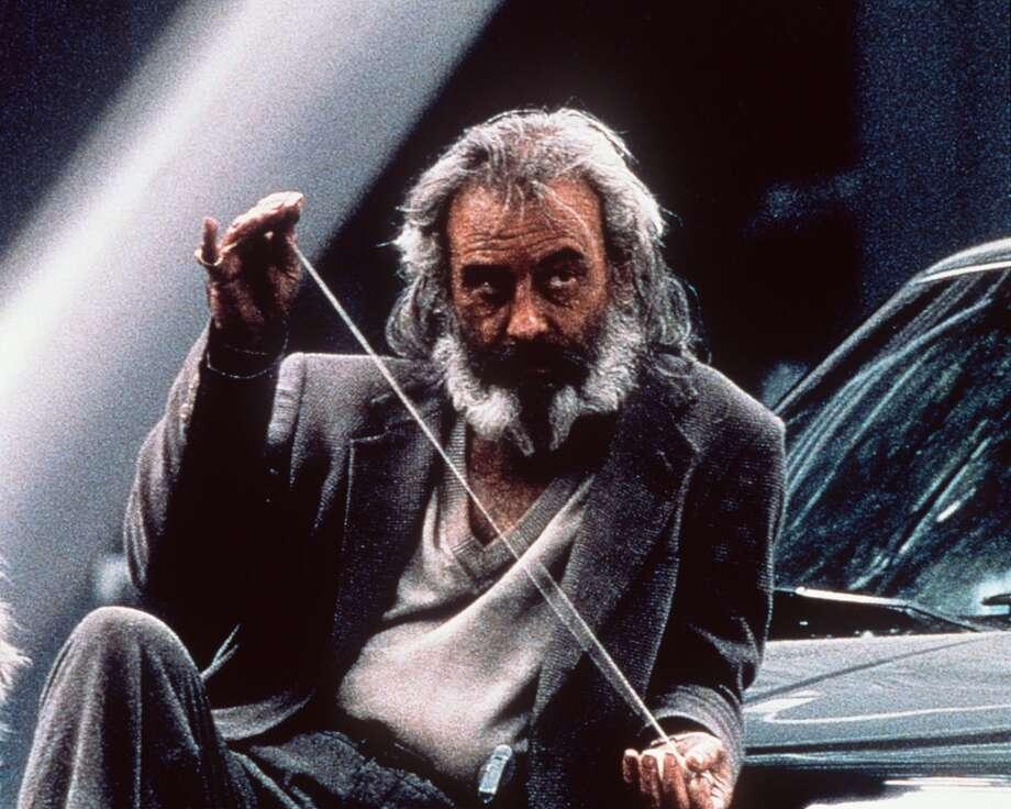 """Una escena de la película """"Amores perros"""" (2005), con el actor mexicano Emilio Echevarría como un menesteroso, fue la primera cinta con la que se dio a conocer al mundo el director mexicano Alejandro González Iñárritu. Photo: RODRIGO PRIETO, AP"""