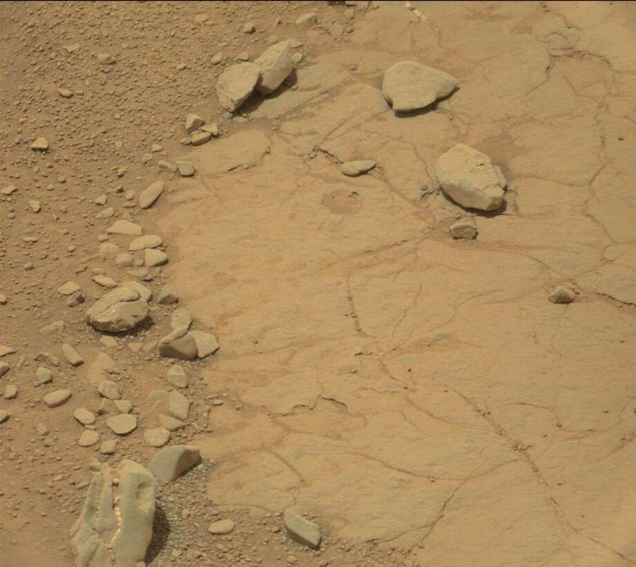 Dinosaur skull found on Mars?The Mars watchers at UFO Sightings Daily say this formation spotted in a NASA photo from Mars resembles a fossilized dinosaur head. We say it looks like a rock.Can you see it? Photo: MASA Mars Exploration