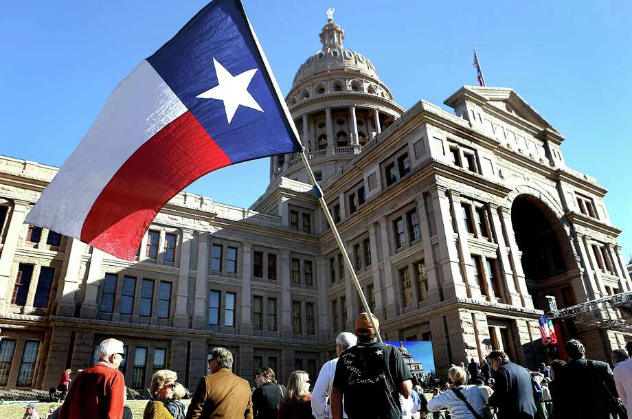 Tax-cut fever is raging at the Texas Capitol. But lawmakers should fund the state's many serious needs before pandering to voters on taxes. Photo: Bob Owen /San Antonio Express-News / ©2015 San Antonio Express-News