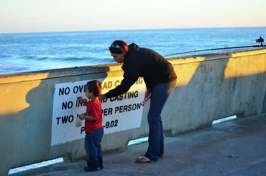 Living in pacifica sfgate for Pacifica pier fishing report