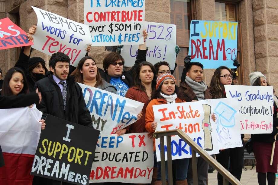 Jóvenes que representan varias universidades de Texas cabildean en Austin para mantener la ley que ampara el denominado in-state tuition para estudiantes indocumentados. Photo: Cortesía De Juan Rodríguez