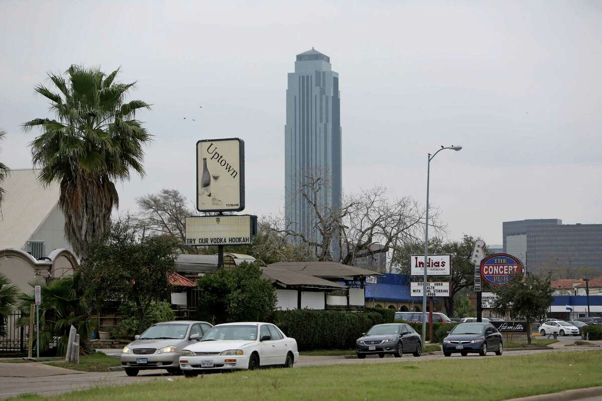Richmond Avenue, which saw its peak as a Houston entertainment area in the 1990s, is a neighbor of the Williams Tower.