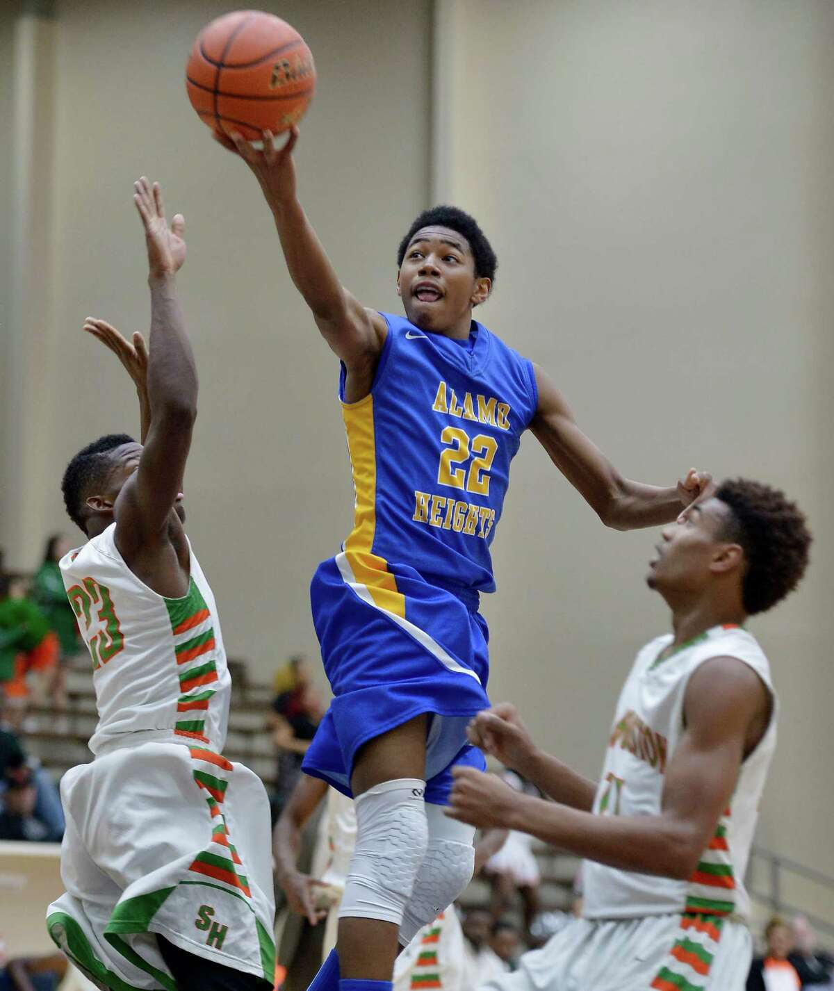 Alamo Heights' Jhonathan Dunn shoots against Sam Houston's Darrel Bledsoe (left) and Jawon Anderson on Feb. 24, 2015, at Alamo Convocation Center in San Antonio.