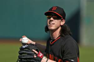 Giants' Lincecum gets good early reviews at spring training - Photo