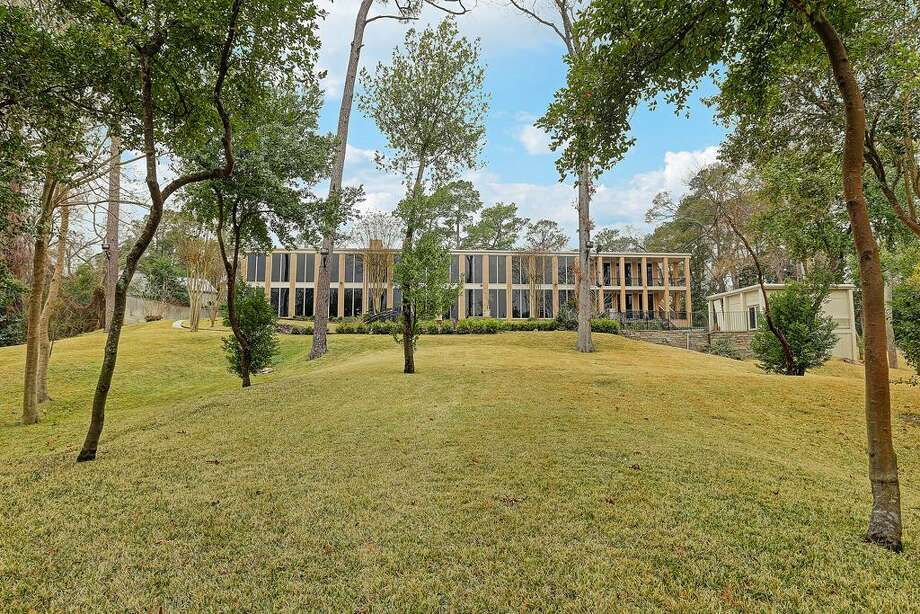 Now 20 Farnham Park: $2,850,000 / 9,029 square feet Photo: Houston Association Of Realtors