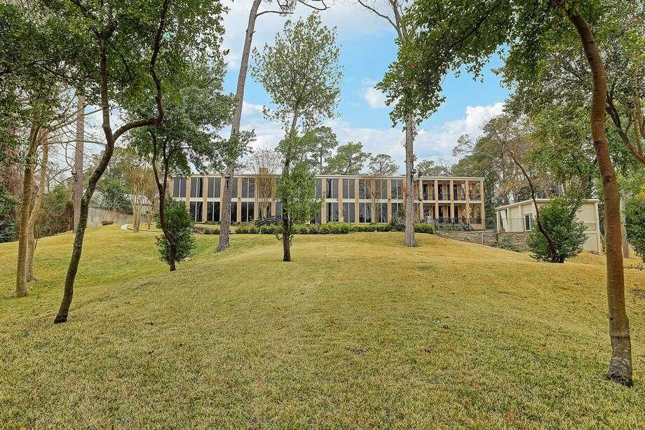 Now20 Farnham Park: $2,850,000 / 9,029 square feet Photo: Houston Association Of Realtors