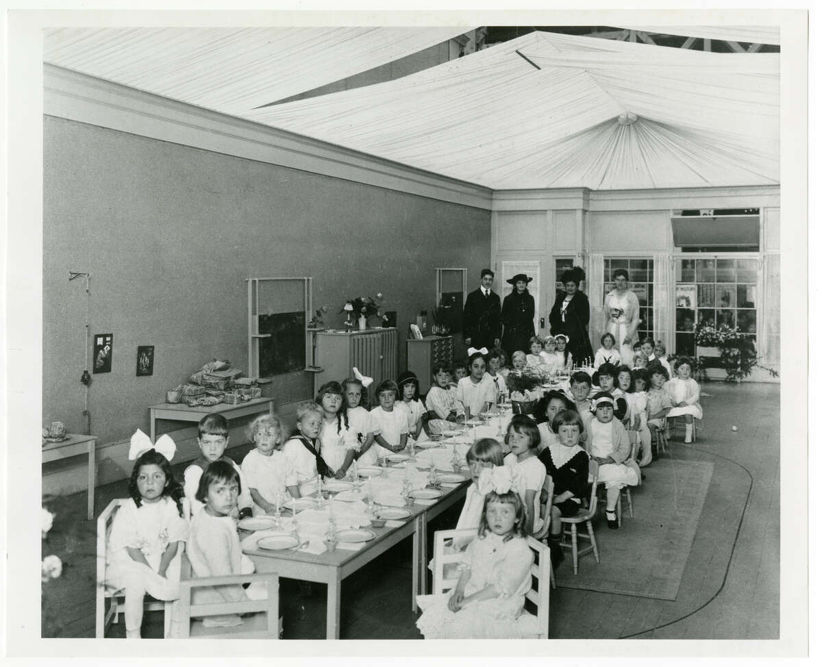 Little Ralph Weilerstein is way in back, helping model radical Montessori ideas in the Glass Classroom.