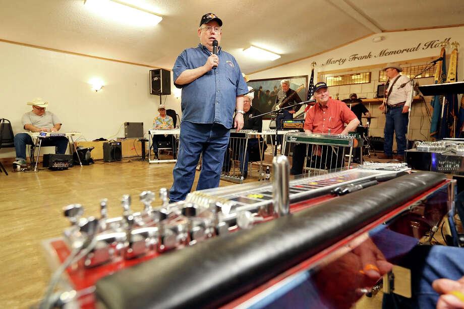 MC Joe Rouse (center) speaks during the pedal steel guitar jam Feb. 8 at the American Legion Post 593 in Converse. Photo: Edward A. Ornelas /San Antonio Express-News / © 2015 San Antonio Express-News