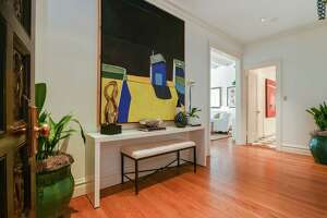 New York-style condo overlooks bay, Financial District - Photo