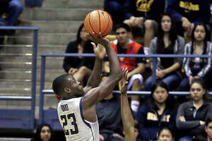 Oregon, Young get best of Cal men 80-69 - Photo