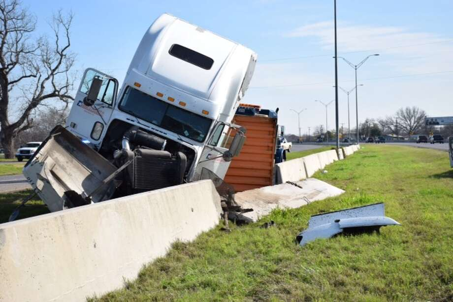 A big rig crashed in south Bexar County around 8 a.m. on Thursday, when a motorist cut off the big rig, causing its driver to overcorrect and flip the 18-wheeler, according to the Sheriff's Office. Photo: Mark D. Wilson/San Antonio Express-News