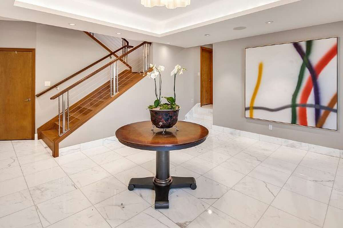 Foyer of 3855 51st Ave. N.E.