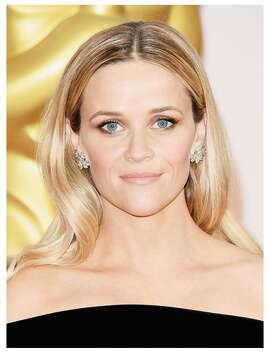 Reese Witherspoon knows how to switch it up year after year, and we're so glad to see her ditch her bangs for a sleek straight do and soft shimmer makeup look.