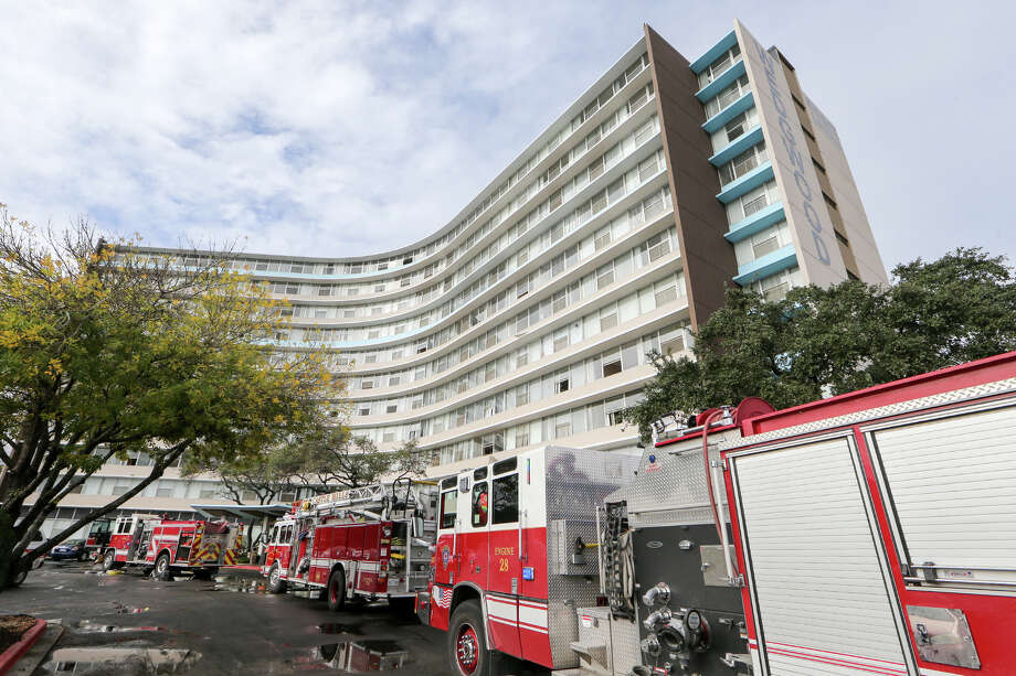 Firefighters and emergency units respond to a three-alarm fire at the Wedgwood Senior Apartments in Dec. 28, 2014. Photo: Marvin Pfeiffer /San Antonio Express-News / Express-News 2014