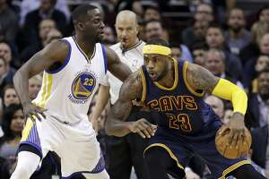 LeBron's big game paces Cavs to easy win over Warriors - Photo