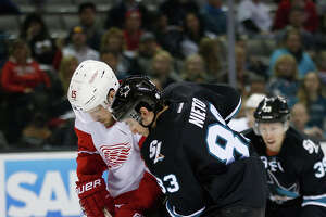 Late goals lift Detroit past Sharks in San Jose - Photo