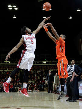 Chasson Randle (5) can't reach Gary Payton II's first-half shot, but Stanford outscored Oregon State 47-18 in the second half.