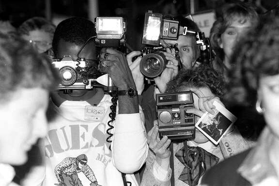 Onlookers gather at the Sharpstown Foley's to see Christie Brinkley, Feb. 28, 1985.