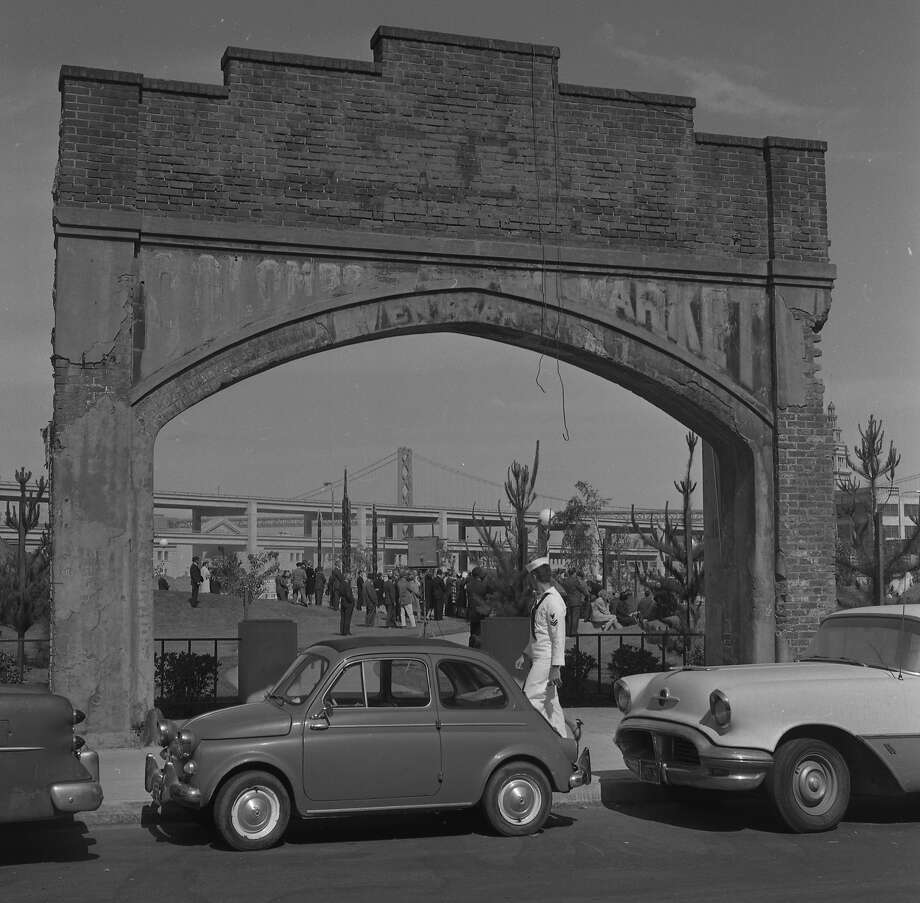 The Colombo Market arch in Sidney Walton Square Park at the Golden Gateway development in June of 1965. Photo: Ken McLaughlin, The Chronicle
