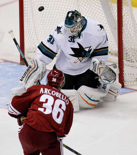 Sharks goalie Antti Niemi, who won a Stanley Cup with Chicago in 2010, could be a trade target for other teams.