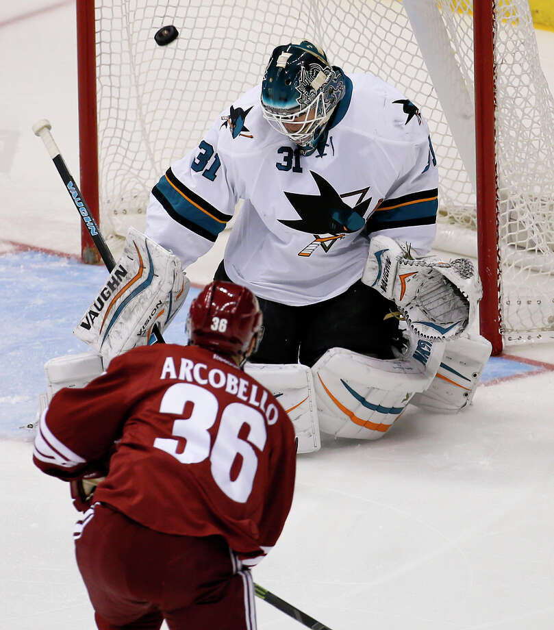 Sharks goalie Antti Niemi, who won a Stanley Cup with Chicago in 2010, could be a trade target for other teams. Photo: Matt York / Associated Press / AP