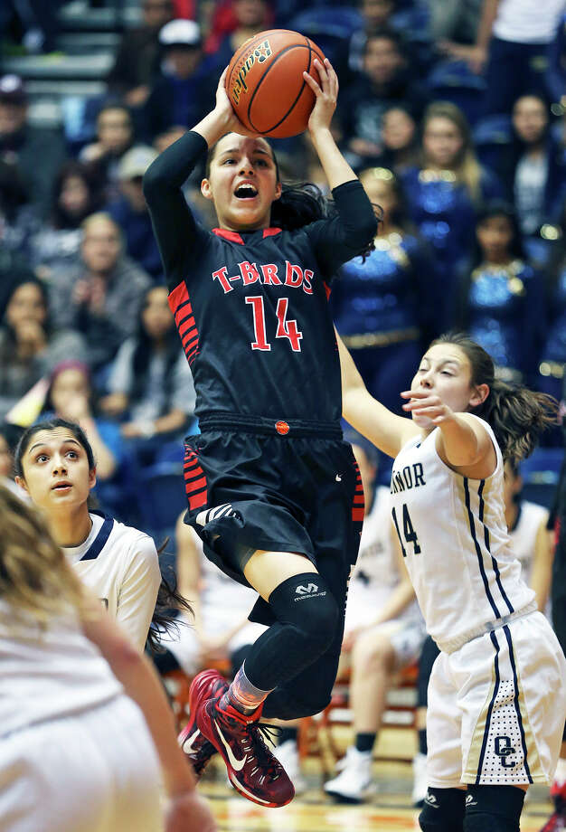 Wagner star Amber Ramirez splits the defense and gets under the hoop for a shot against O'Connor in the Region IV-6A final at the UTSA Convocation Center on Feb. 28, 2015. Photo: Tom Reel /San Antonio Express-News / San Antonio Express-News