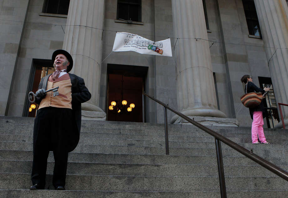 Allan Shwartz, portraying Mayor Sutro, welcomes people to an event at the Old Mint. Photo: Sophia Germer / The Chronicle / ONLINE_YES