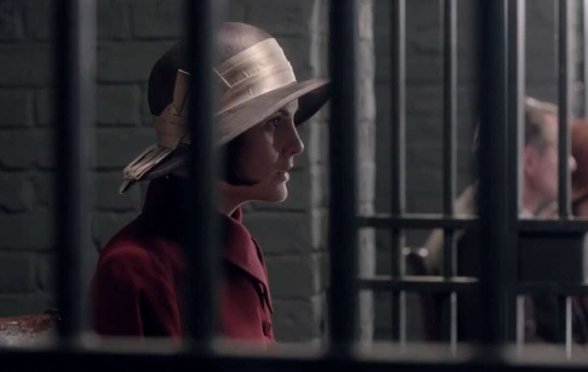 Lady Mary, throwing caution to the wind, visits Anna in jail. You go, Mary! (Even though your visit means that Bates can't see his wife that day. Did you even know that?)