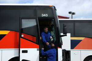 Drivers of buses for tech workers move closer to contract - Photo